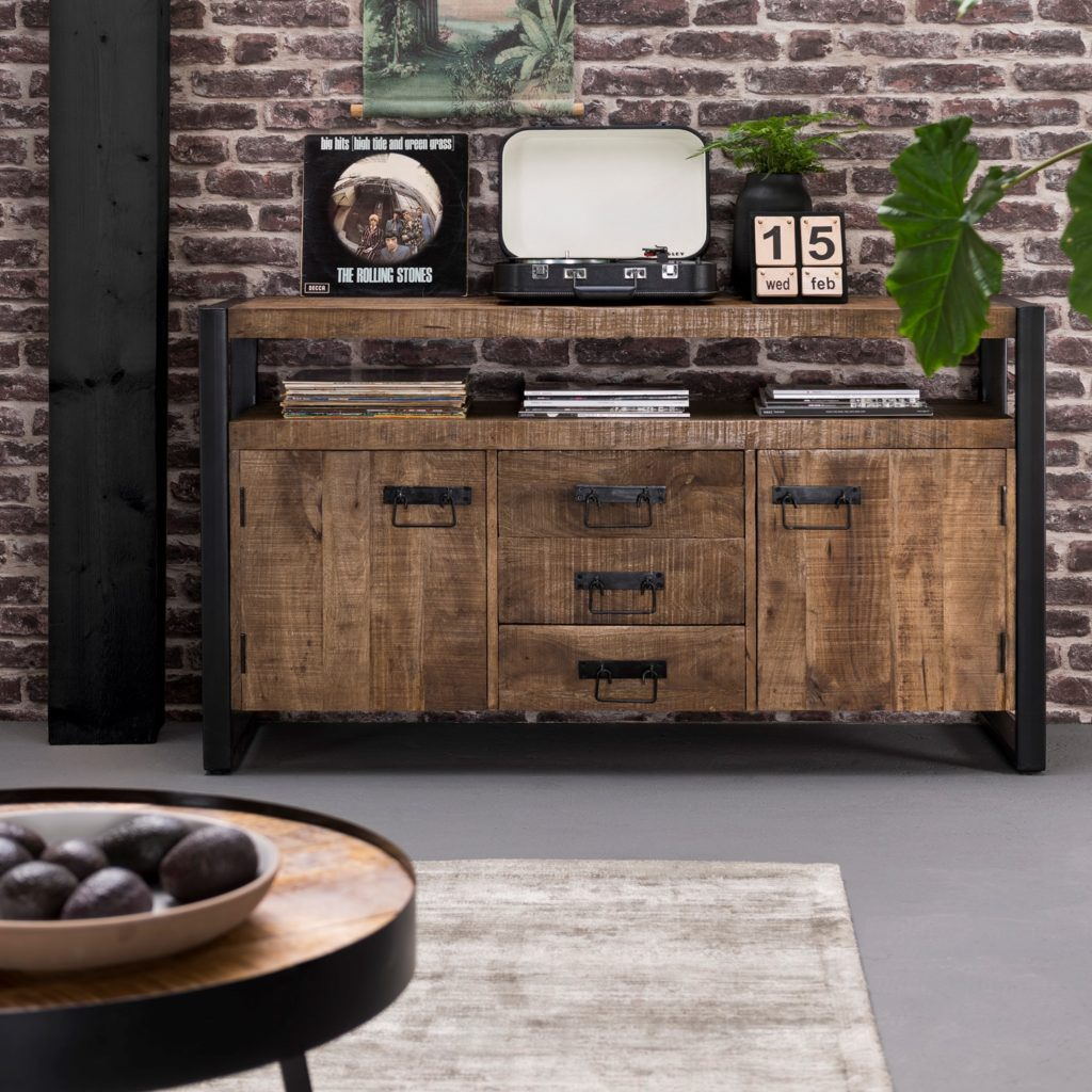 Highboard Soho Dressoir, hout en zwart metaal.